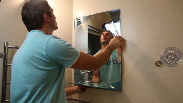 Как повесить зеркало на стену, шкаф
