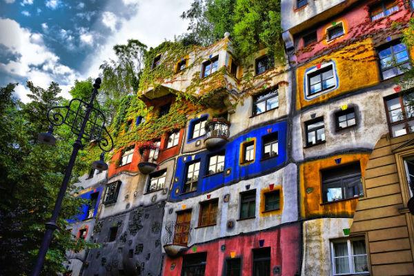 Яркий и незабываемый дом Хундертвассера в Вене