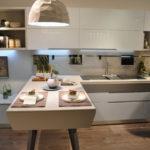 Кухни с белыми глянцевыми фасадами, дизайн, интерьер