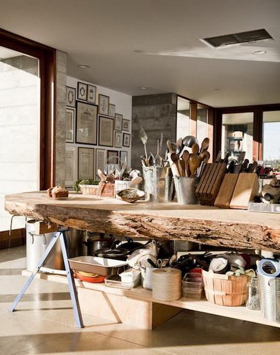 Деревянные столы в интерьере