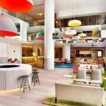 Разноцветный отель