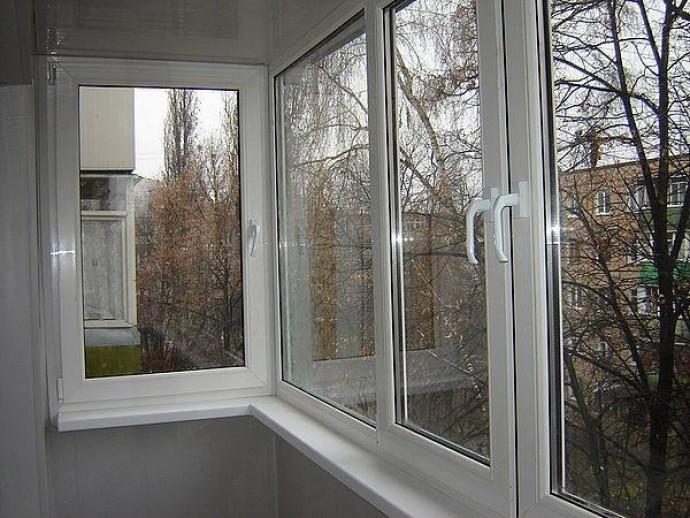 Почему важно остеклить балкон и как это сделать